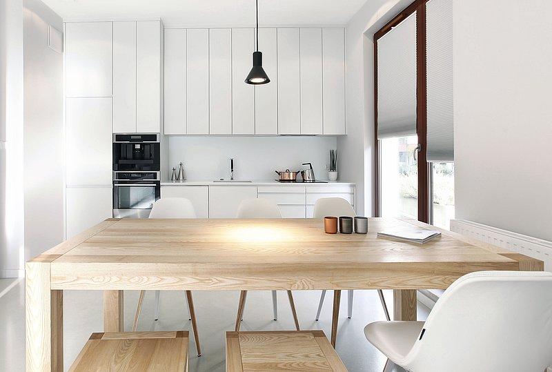 W Pufa Design są dostępne dębowe stoły Miloni