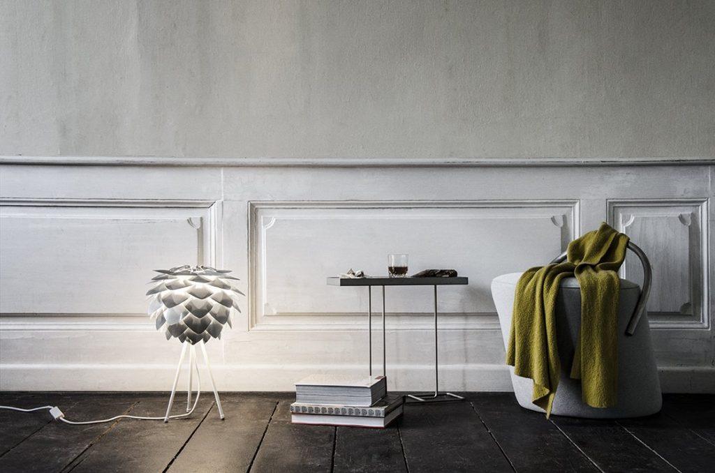 Skandynawskie lampy gustownie oświetlają wnętrza z duszą