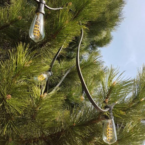 girlanda świetlna ogrodowa – zamiast tradycyjnych kolorowych lampek świątecznych