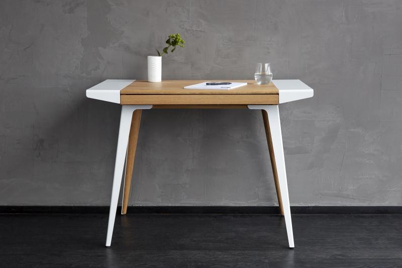 Minimalistyczne i lekkie w wyrazie, biurko Ambitions, Pufa Design