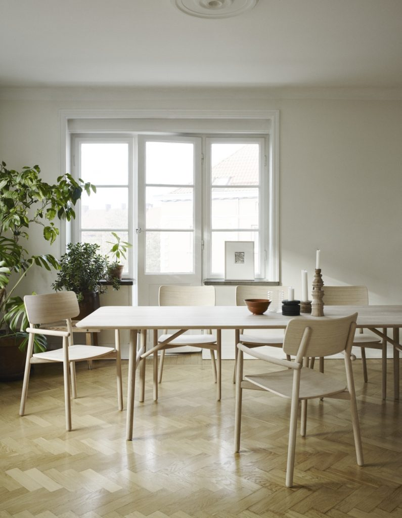 Skandynawski stół Hven, Skagerak, Pufa Design