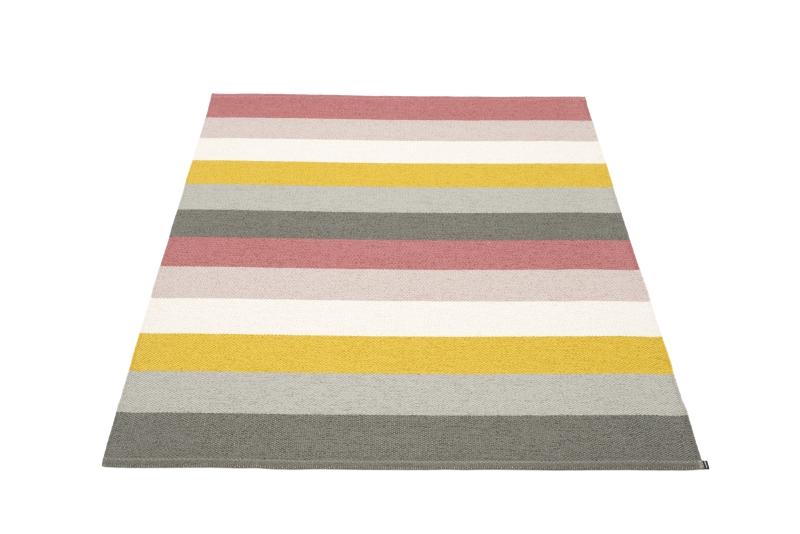 To zdecydowanie nasz kolorysyczny faworyt, dywan Molly, Pappelina, Pufa Design