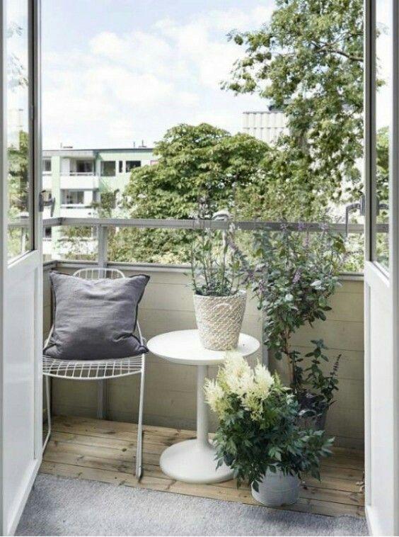 Zielona oaza o niewielkim metrażu, balkon jak ogród, inspiracja fot. Pinterest