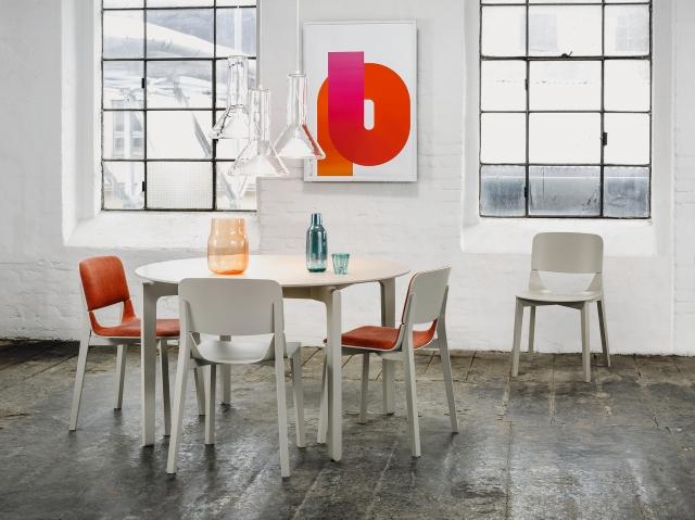 Kolekcja krzeseł Leaf, TON, Pufa Design