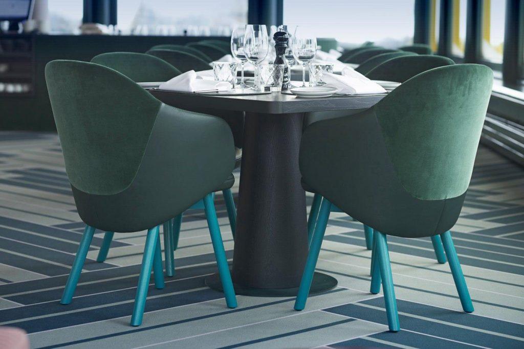 Realizacja architektoniczna w Szwajcarii z fotelami TON - White Marmot Restaurant & Bar - st. Moritz, foto: ton.eu