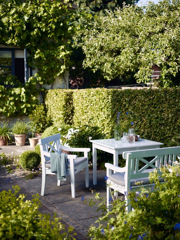 Klasyczna kolekcja drewnianych mebli ogrodowych Skagrak