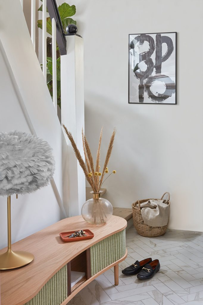 UMAGE_lifestyle_Audacious Bench_spring green_Champage table_brushed brass_Eos_medium_light grey_low res