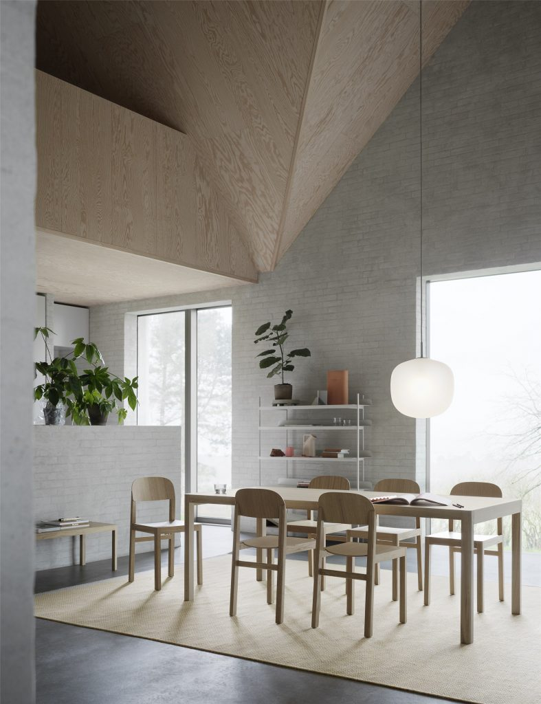 Lampa Rime, stół Workshop 200x92, Muuto
